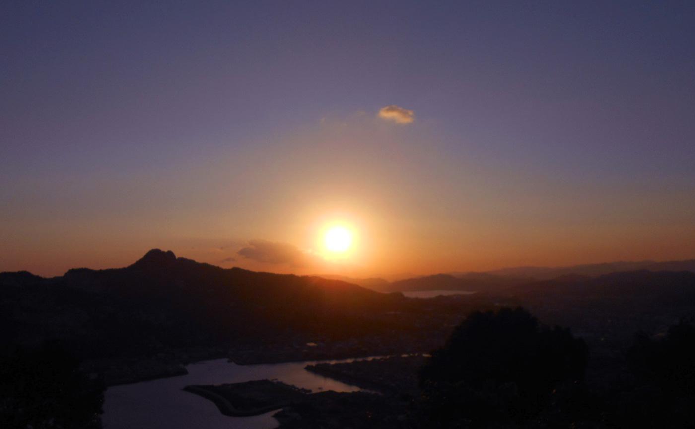 屋島山頂から見た朝日